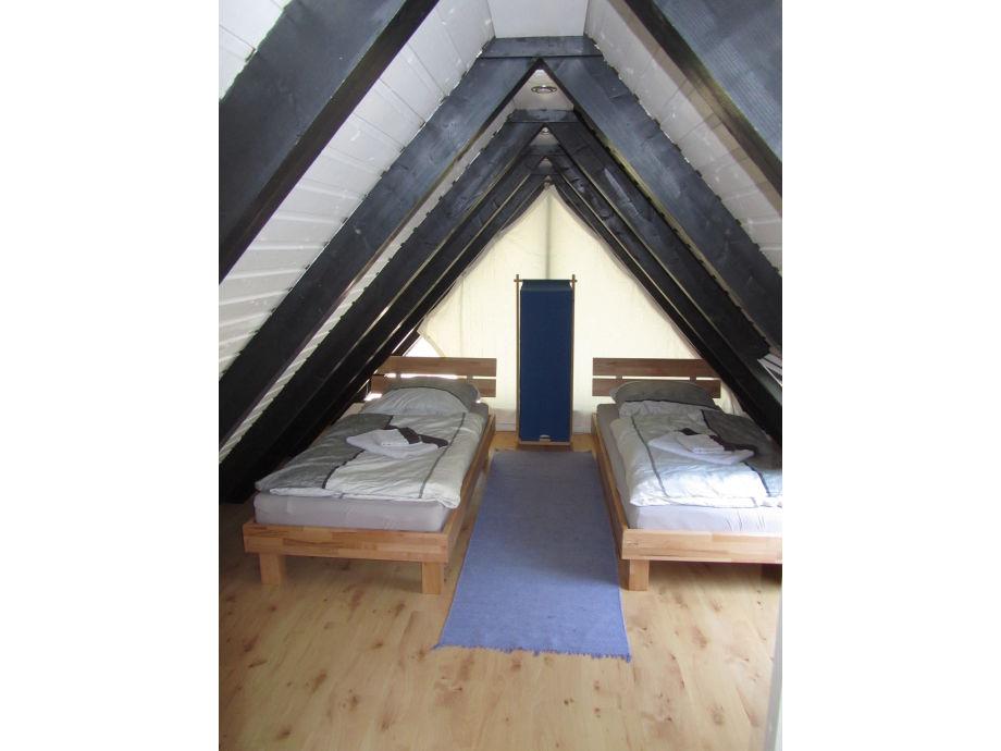 dusche unter dem dach verschiedene design. Black Bedroom Furniture Sets. Home Design Ideas
