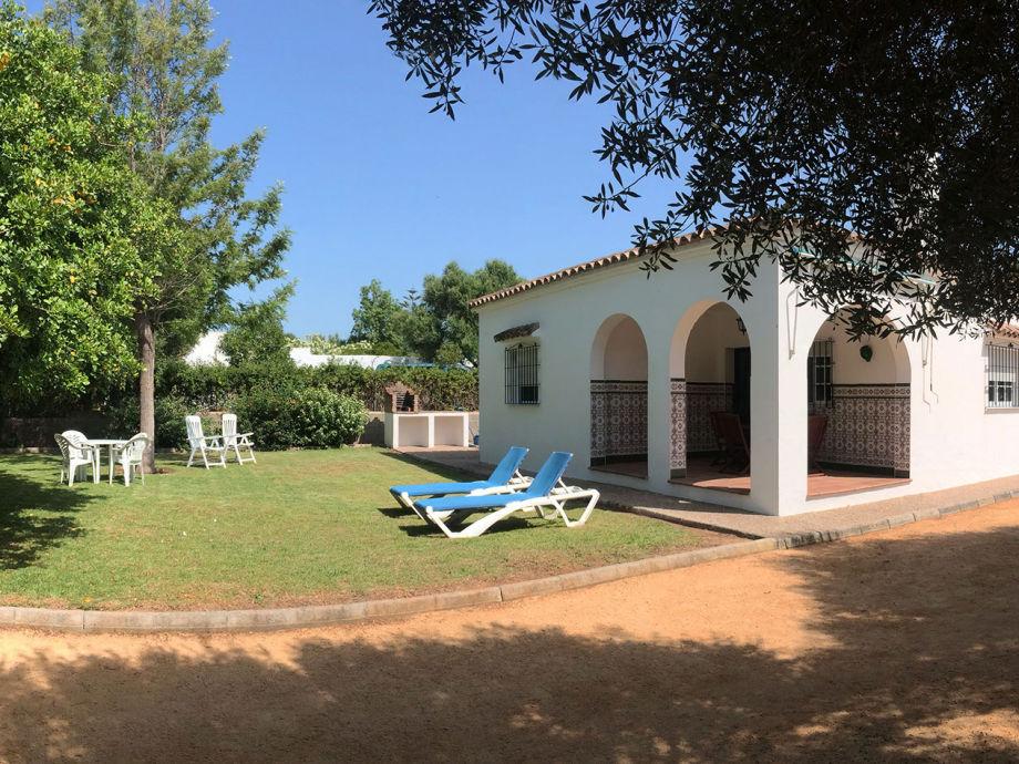 family friendly holiday villa next to the beach