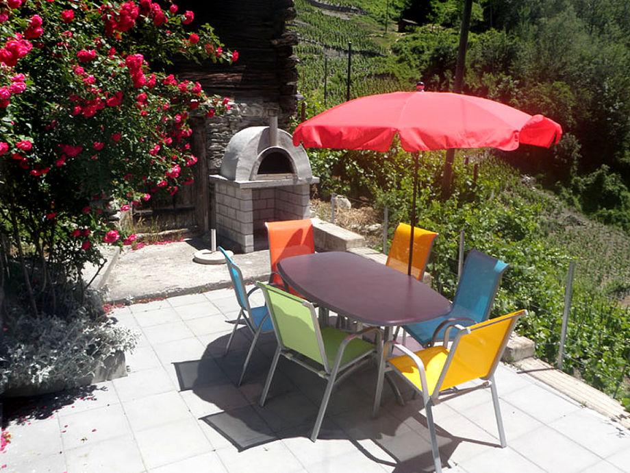 Terrasse mit Pizza-Ofen