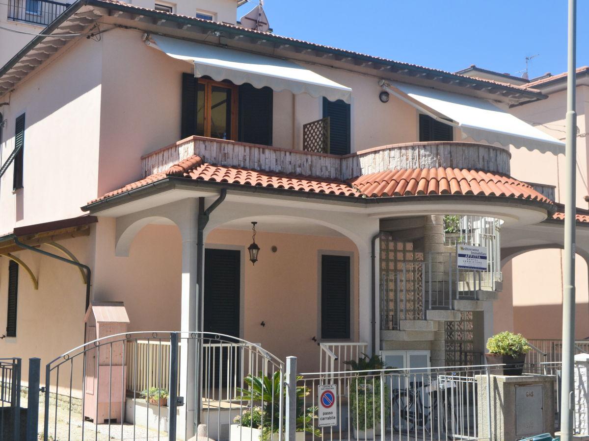 ferienwohnung in villa am meer san vincenzo firma. Black Bedroom Furniture Sets. Home Design Ideas