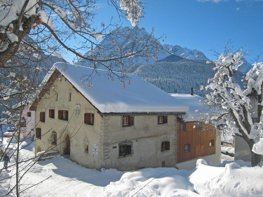 Chasa Minar im Winter