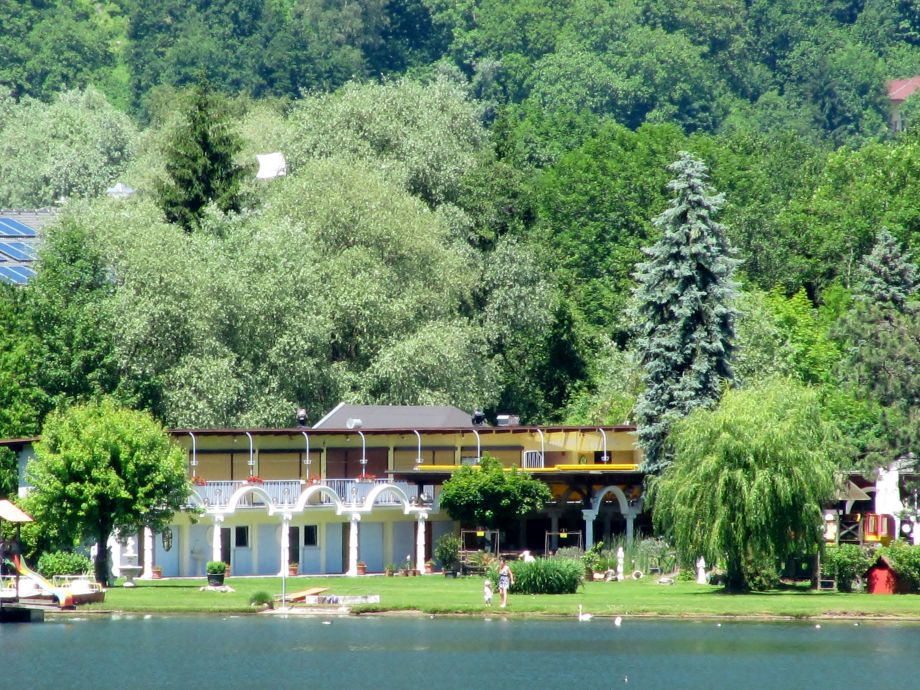 Blick vom See zum Appartement
