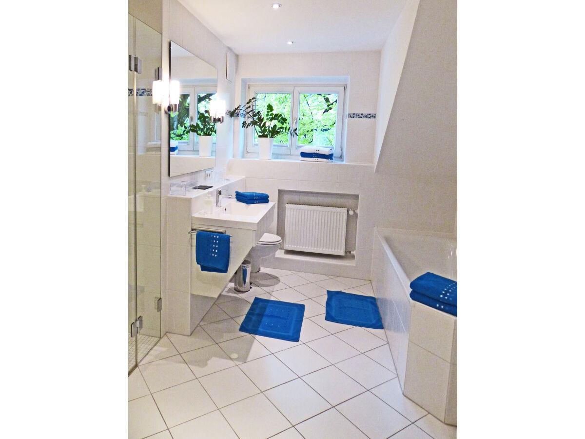 bad mit dusche und badewanne ~ innen- und möbel inspiration, Badezimmer ideen