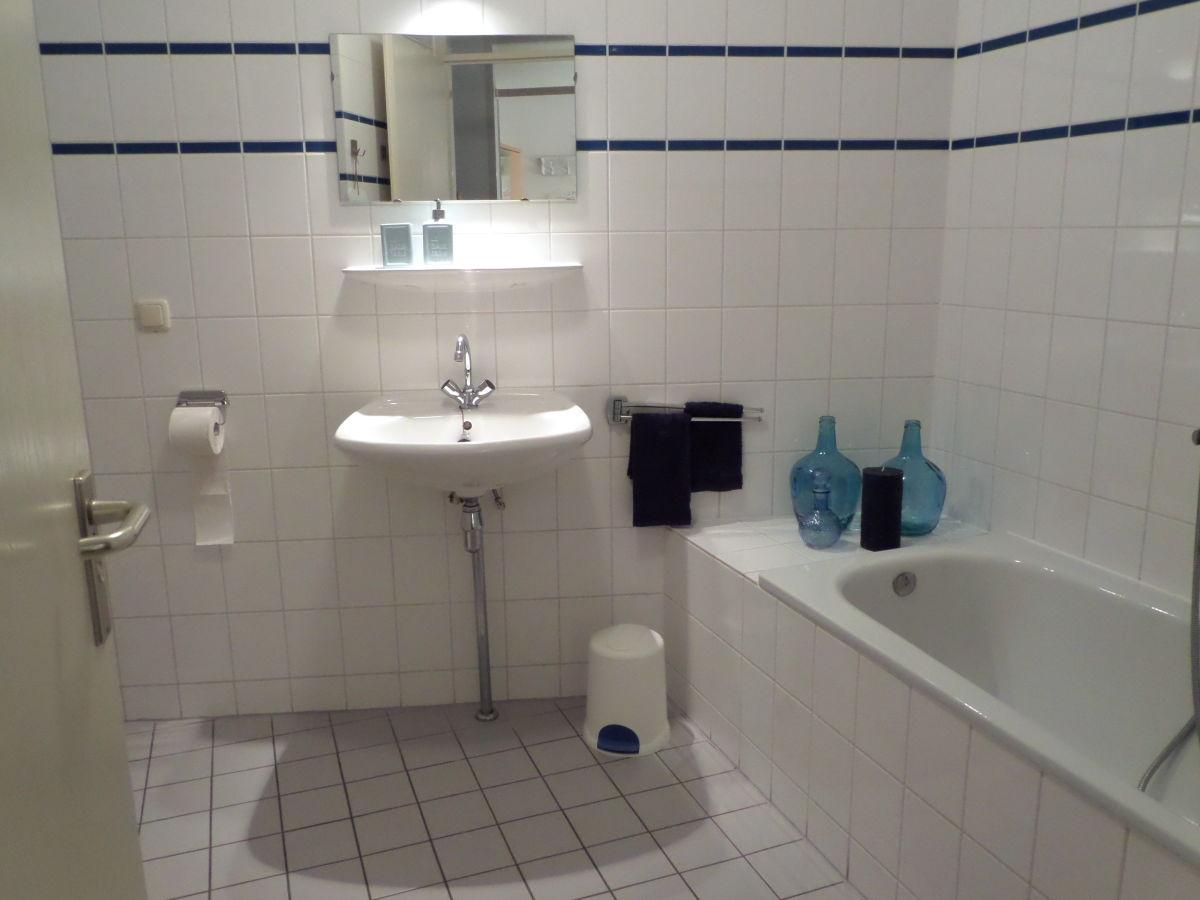 toilette mit dusche innenarchitektur und m belideen. Black Bedroom Furniture Sets. Home Design Ideas