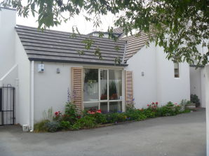 Bed & Breakfast Mini Fendalton House - Mrs Pam Rattray