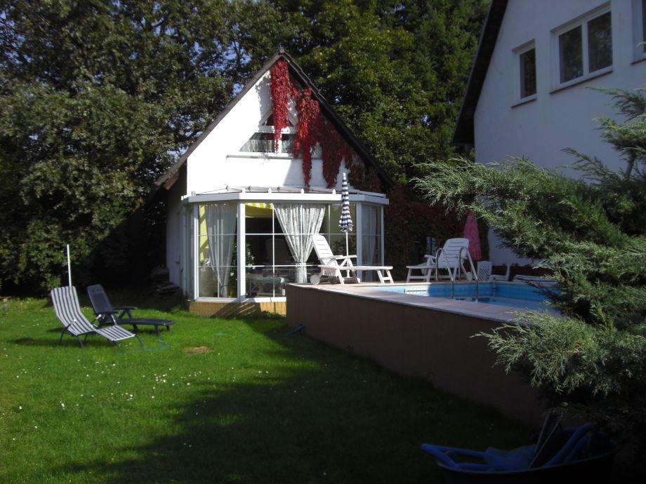 Liegewiese, Pool