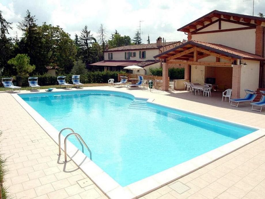 Unser Gästehaus mit Pool