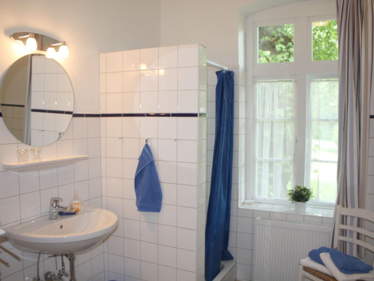 Ferienhaus kutscherhaus gut ohrfeld schleswig holstein for Badezimmer mit dusche und wanne