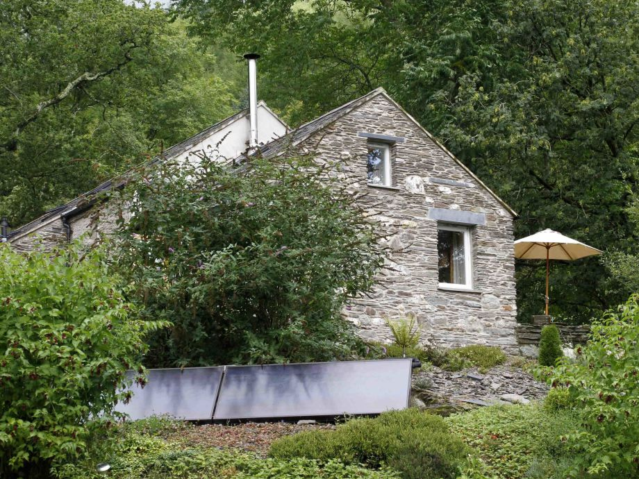 Yr Hen Stablau cottage & solar panels