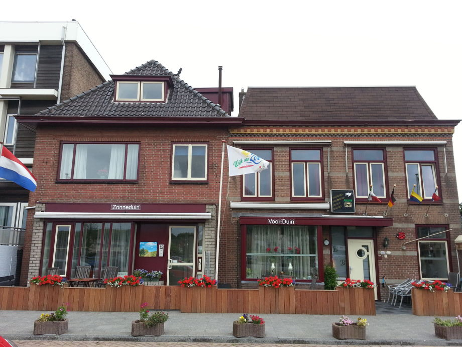 Links Haus Zonneduin-Rechts unzere Pension