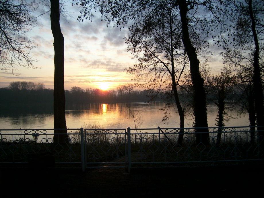 Blick vom Grundstück bei Sonnenaufgang