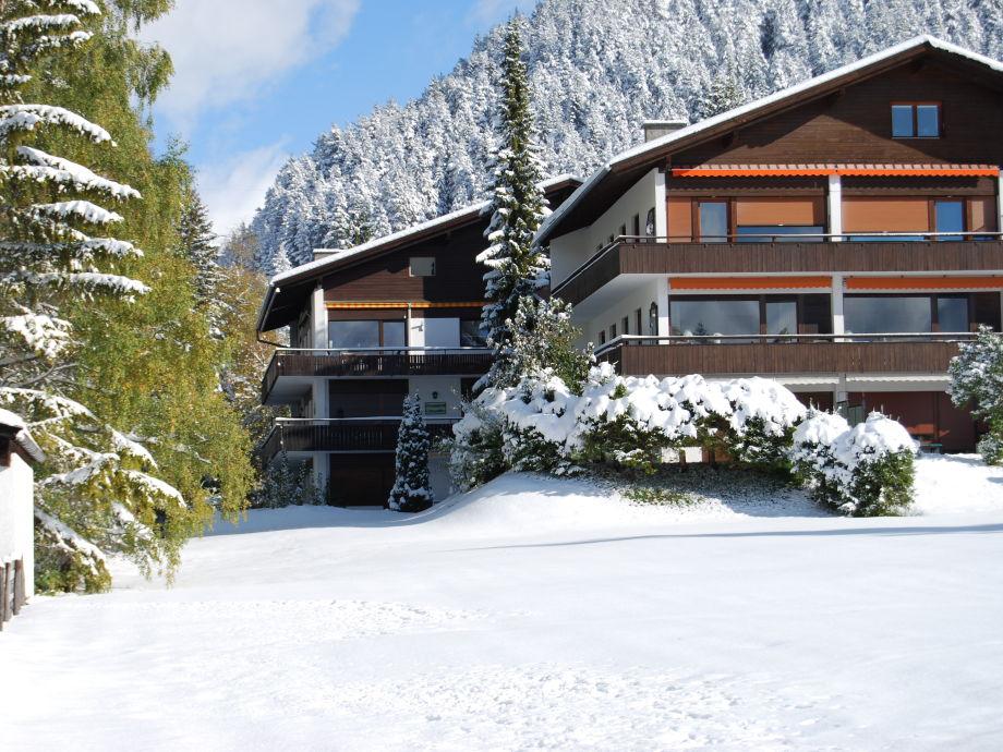 Winter Aussenansicht Berghaus Tirol