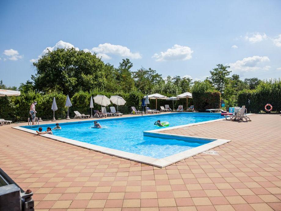 Der Pool der Ferienwohnungen