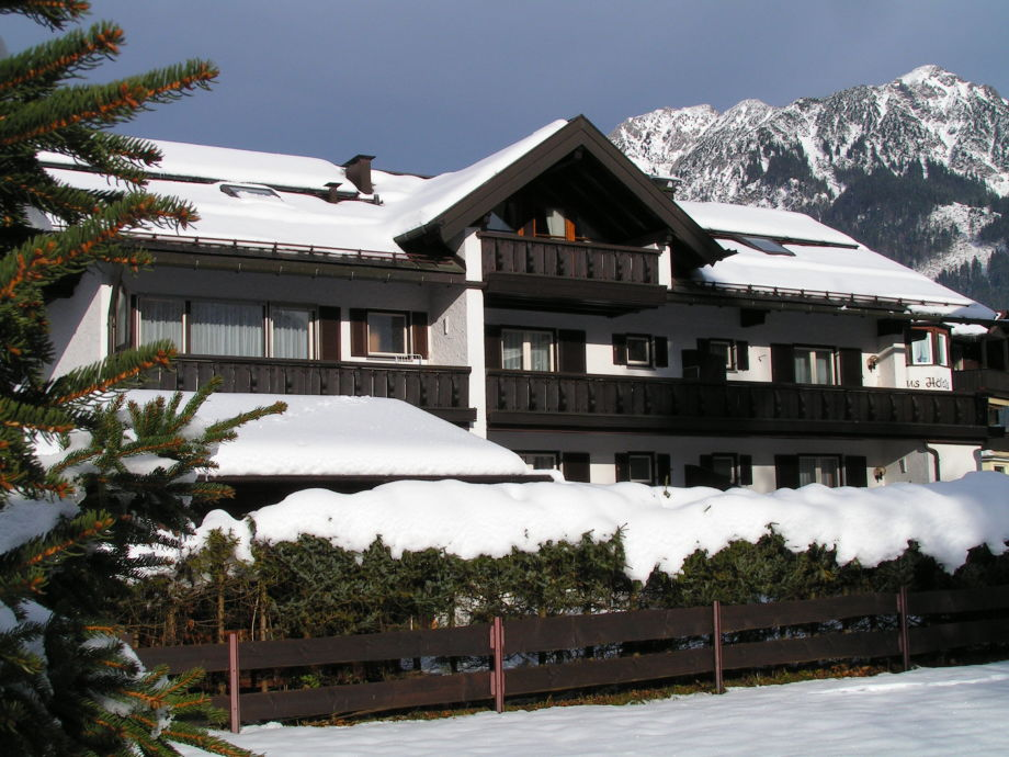 Appartementhaus in Winter