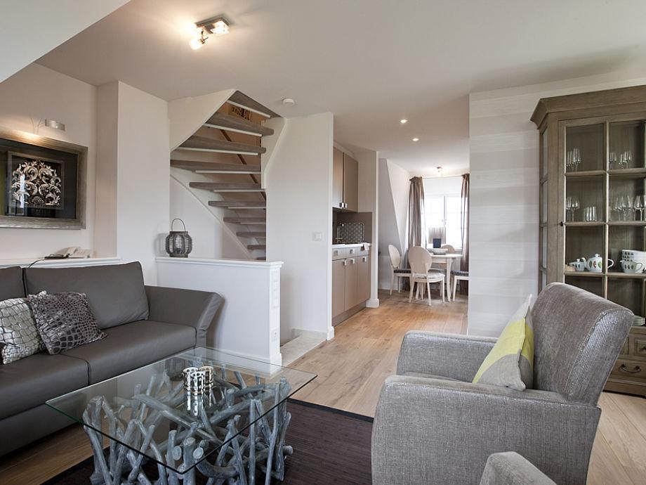 Wohnraum mit Pantry-Küche