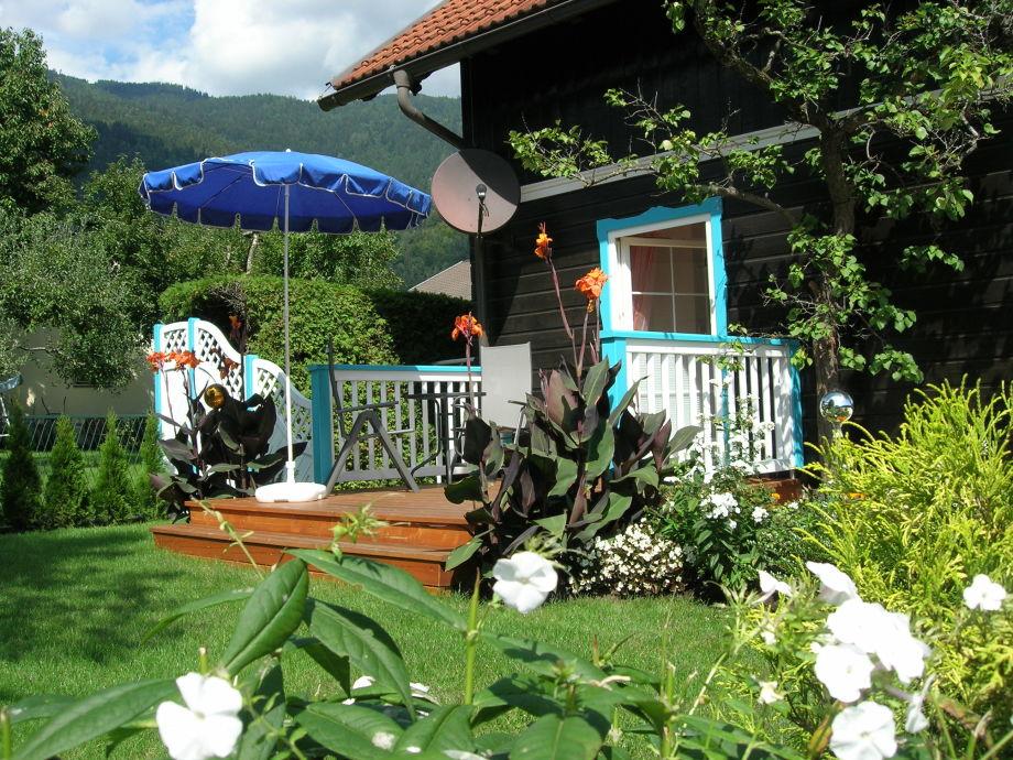 Terrasse mit Wise und Garten