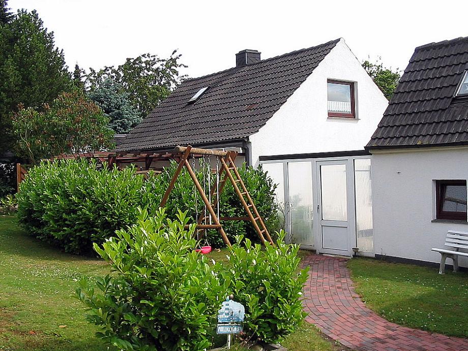 Der Ferienhaus Garten mit Schaukel