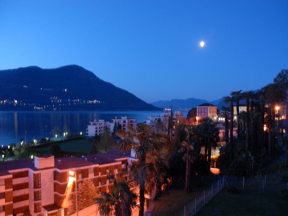 Abendstimmung über dem See vom Balkon aus