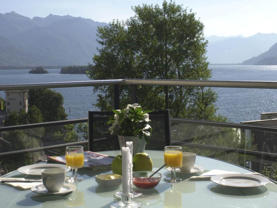 Frühstück auf Balkon mit 180 Grad Seeblick