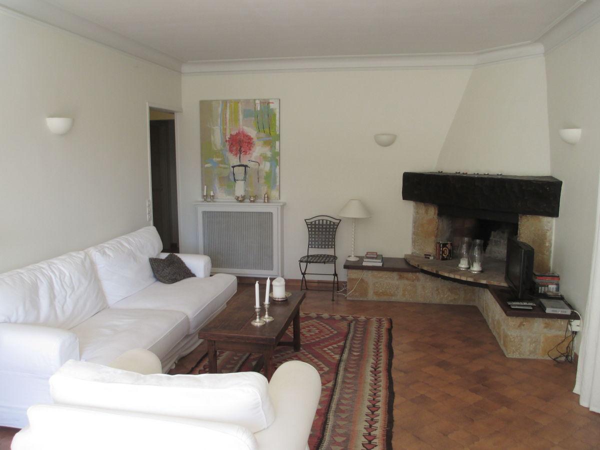 Villa romarin mit pool provence var montauroux frau for Eingerichtete wohnzimmer modern