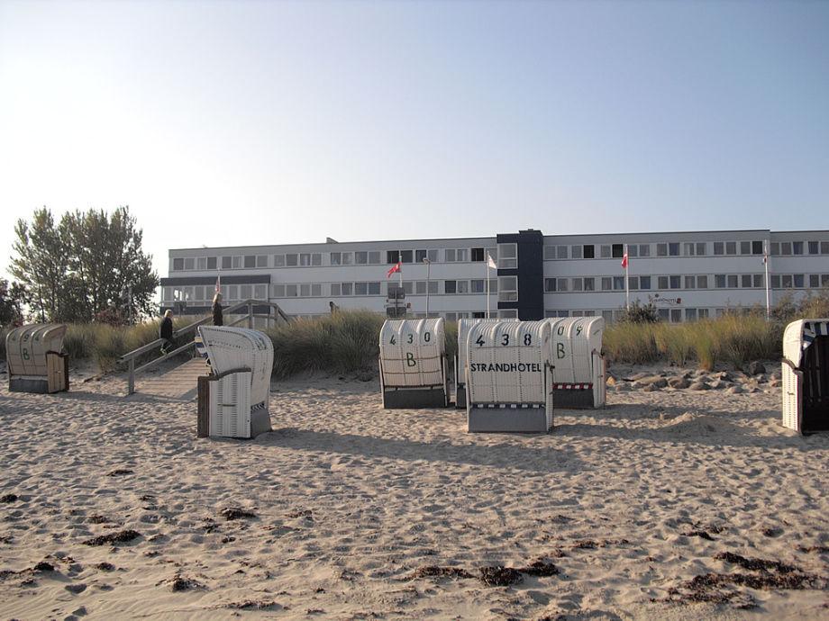 Strandhotel mit Blick vom Strand