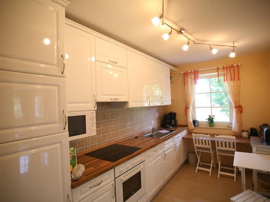 Die moderne mit einer schiebt vom esszimmer getr küche