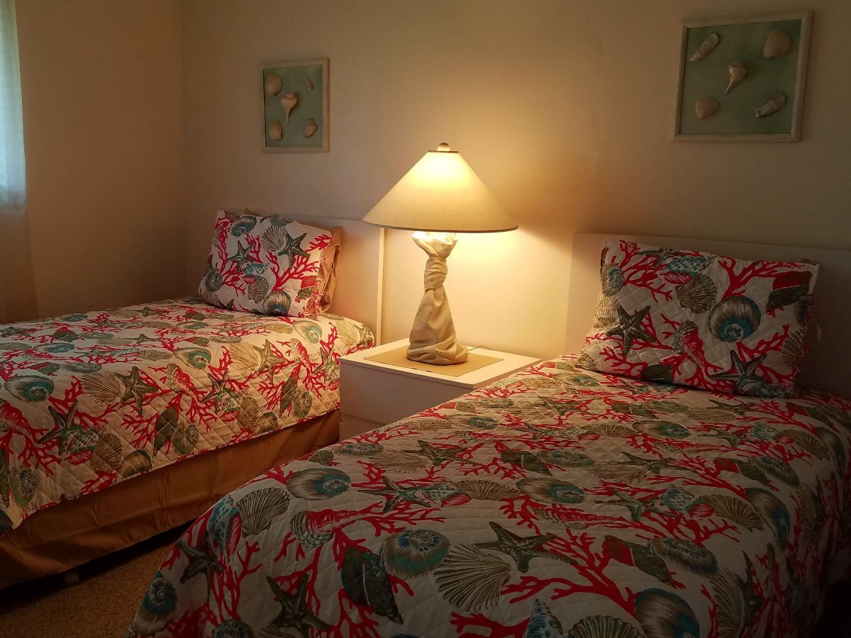 Holiday house park st augustine beach tennis resort st for Guest room bed size