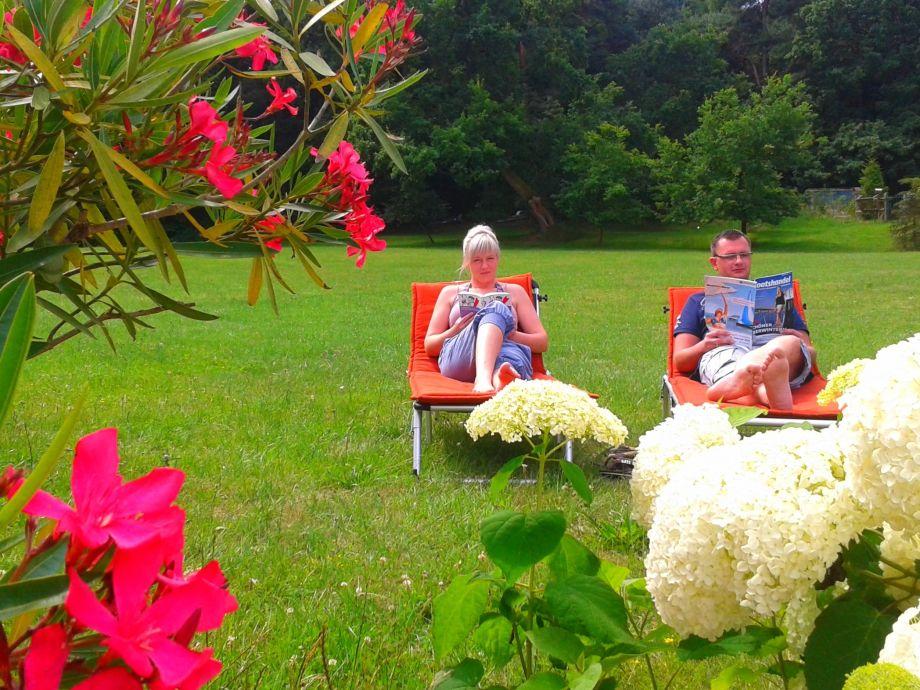 Entspannung auf der Wiese direkt vor der Ferienwohnung