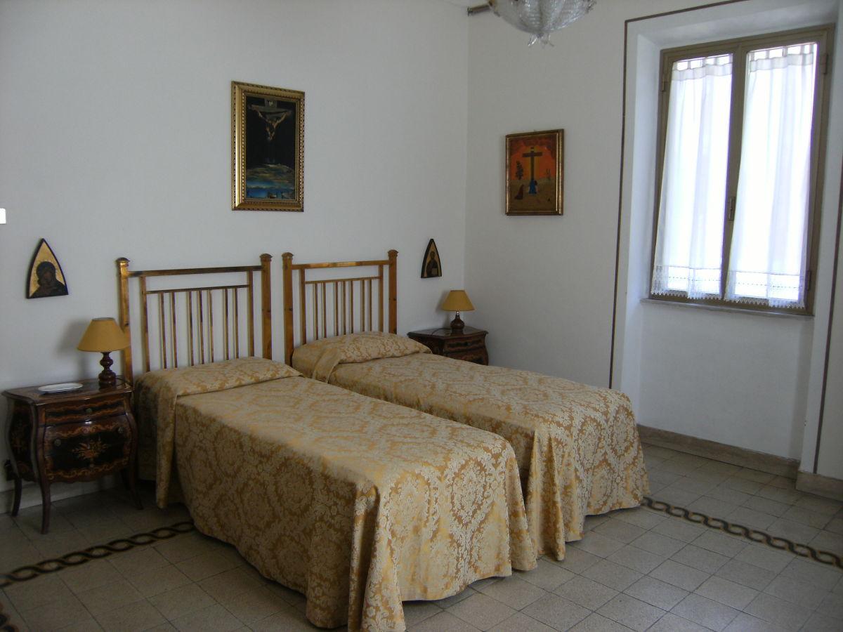 Ferienwohnung villino liberty rom zentrum firma casa - Schlafzimmer rom ...