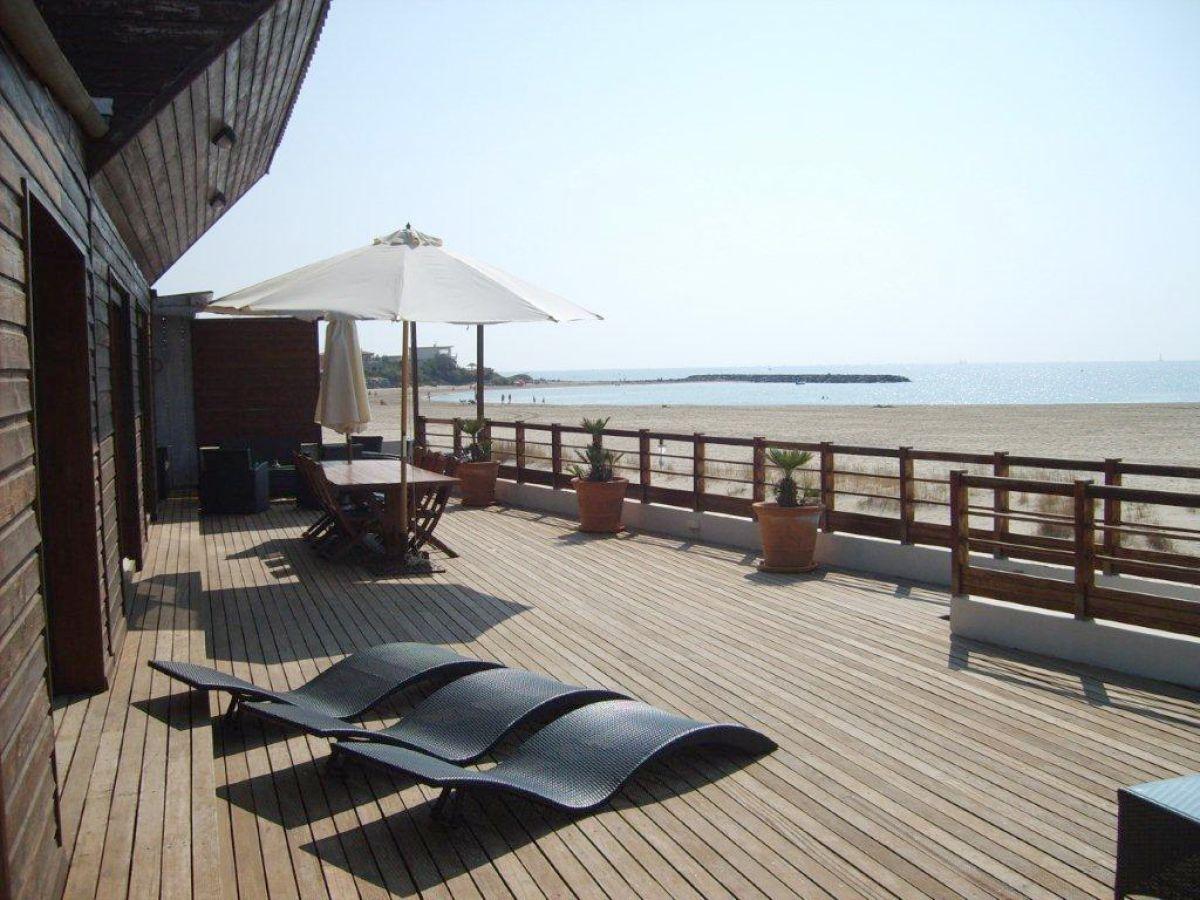 ferienhaus rochelongue beachfront villa with heated pool. Black Bedroom Furniture Sets. Home Design Ideas