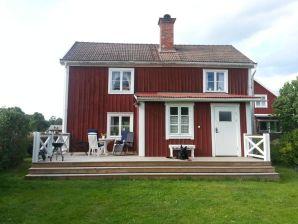 """Ferienhaus Rosen Skog (das Haus """"das stehen blieb"""")"""