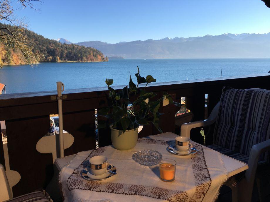 Balkon mit Ausblick auf den See
