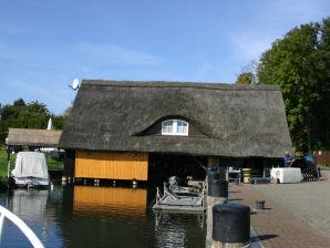 """Ferienhaus Bootshaus"""" Zum Hecht"""""""