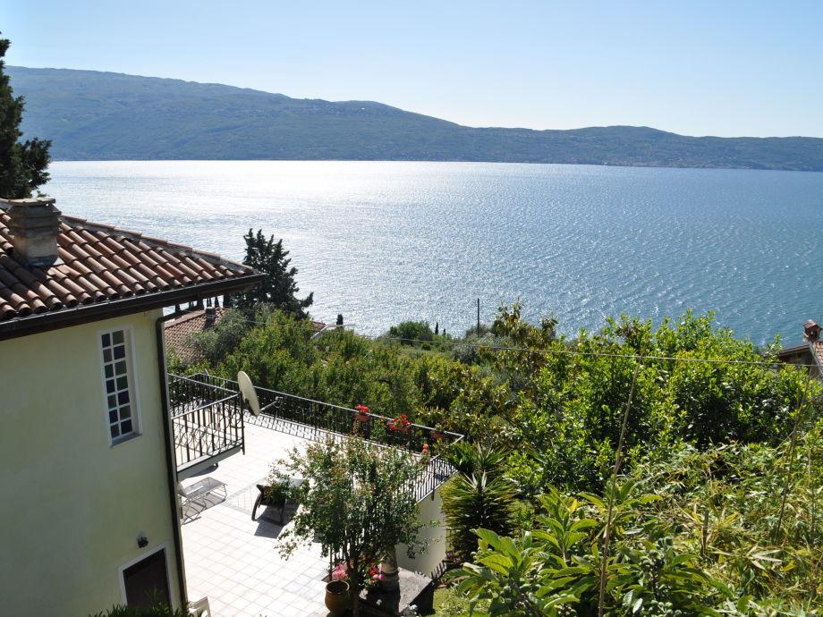 Sicht auf Terrasse + See