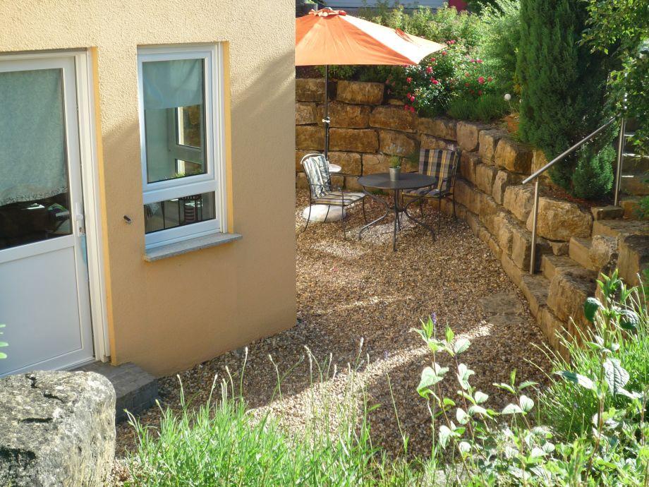 Eingang und Terrasse der Ferienwohnung