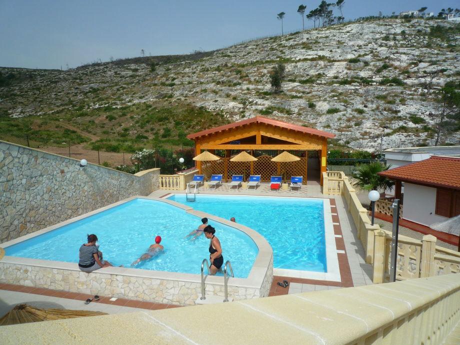 Der große Pool der Ferienwohnungen