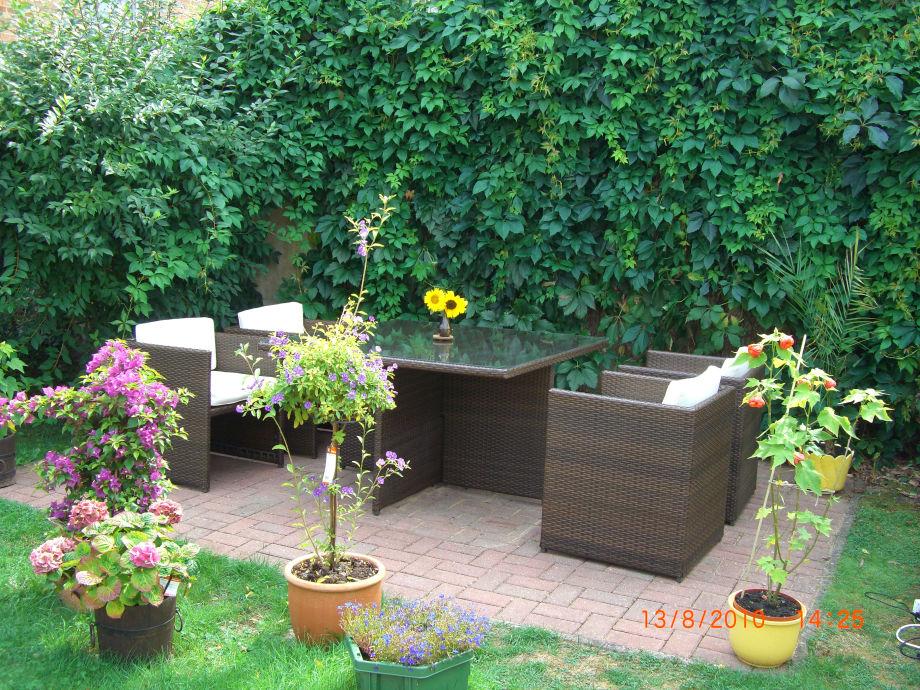 Unser Garten mit gemütlichen Möbeln