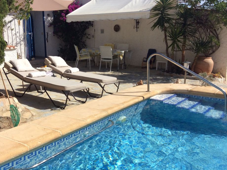 Loungen am Pool