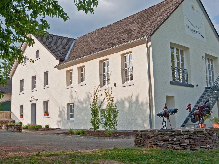 Landhaus und -hof