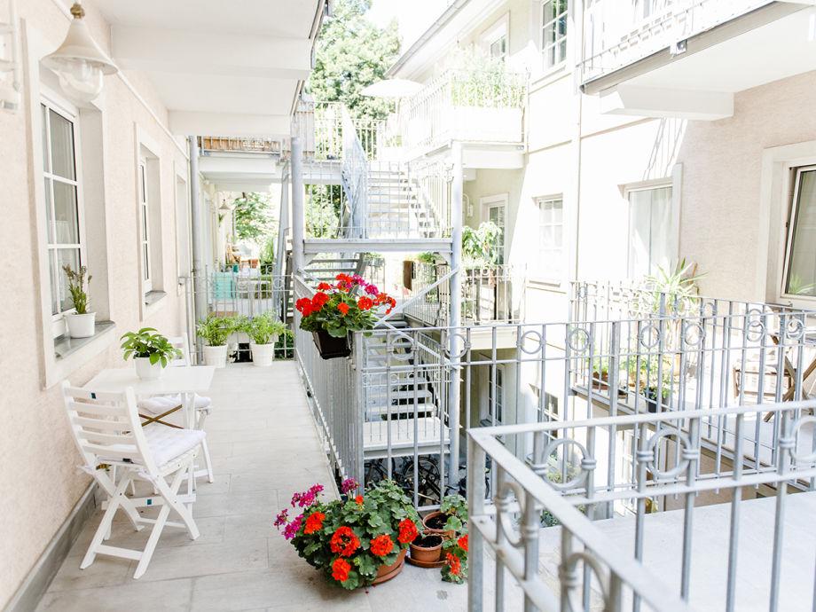 """""""Blumenkinder"""" am Balkon"""