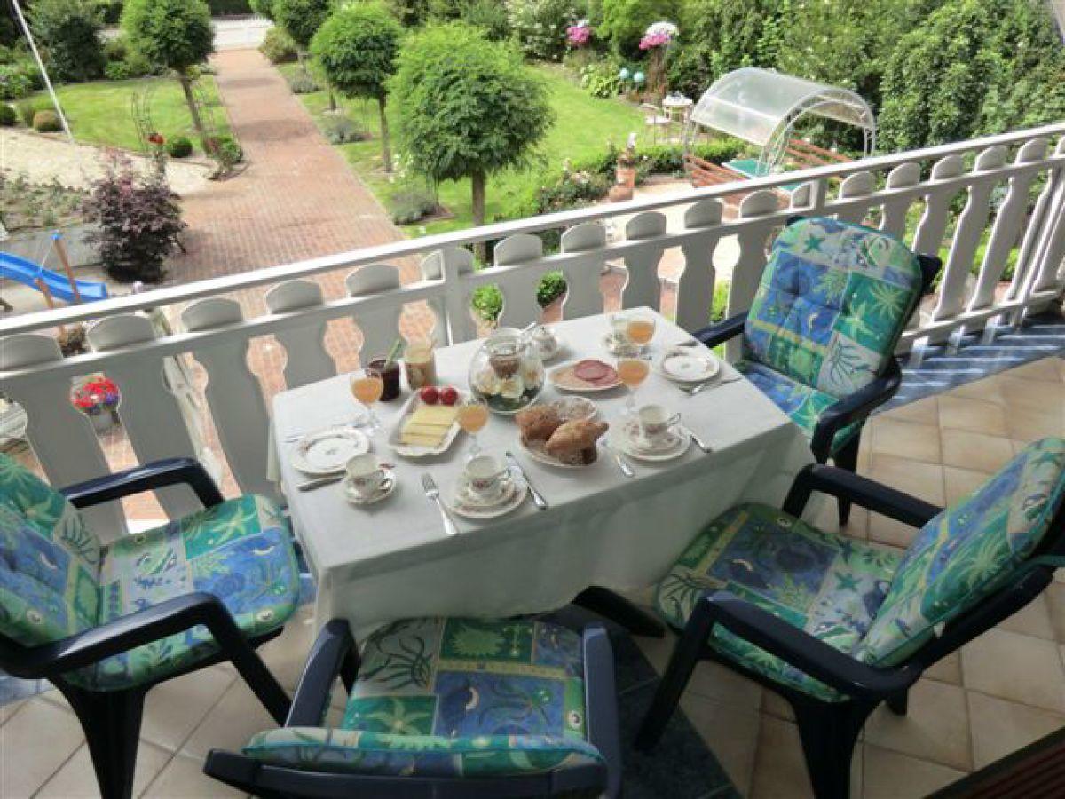 Ferienwohnung a im haus im rosengarten apen familie elke for Ameisen auf dem balkon