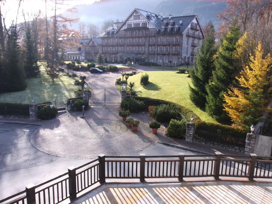 Blickrichtung vom Balkon auf Parkhotel Kitzbühel