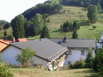mit Terrassen und Garten