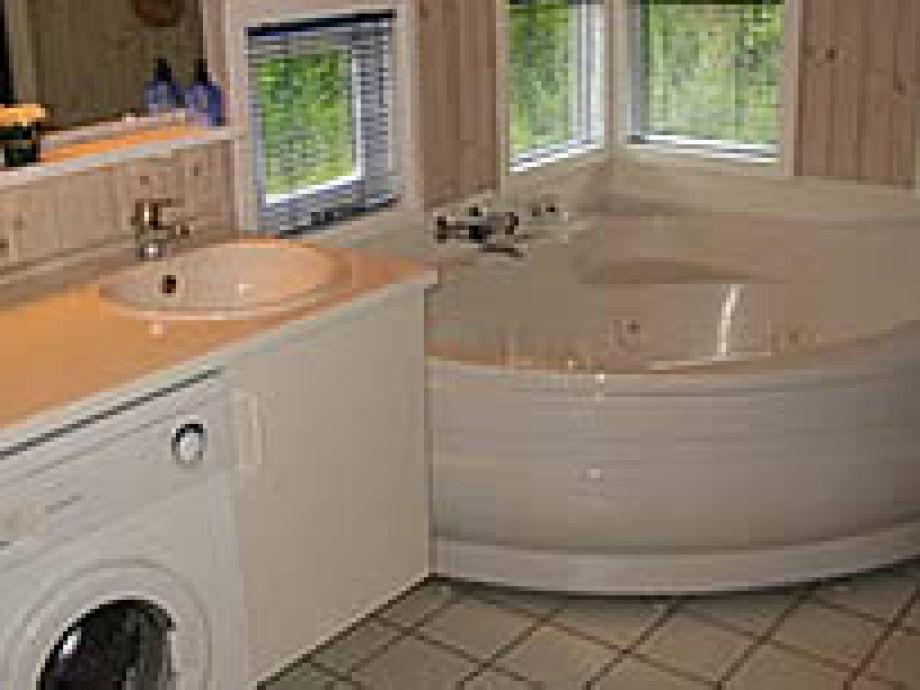 Badezimmer Mit Eckbadewanne | Solarpanelsindelhi.com ... Badezimmer Mit Eckbadewanne Modern