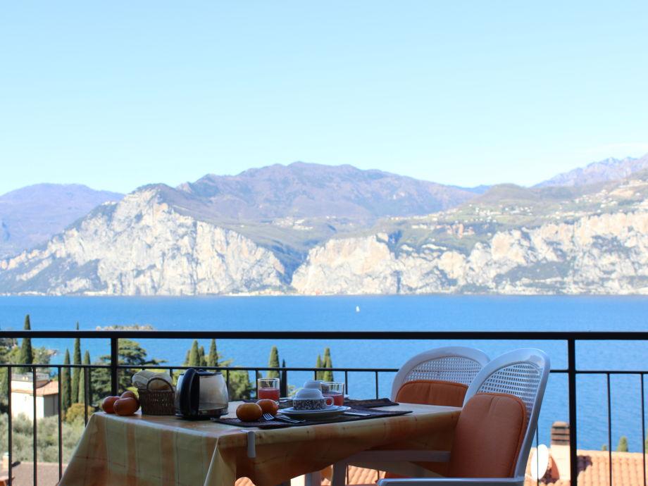 ferienwohnung einraumapartment terrasse seeblick gardasee firma appartamenti villa stellina. Black Bedroom Furniture Sets. Home Design Ideas