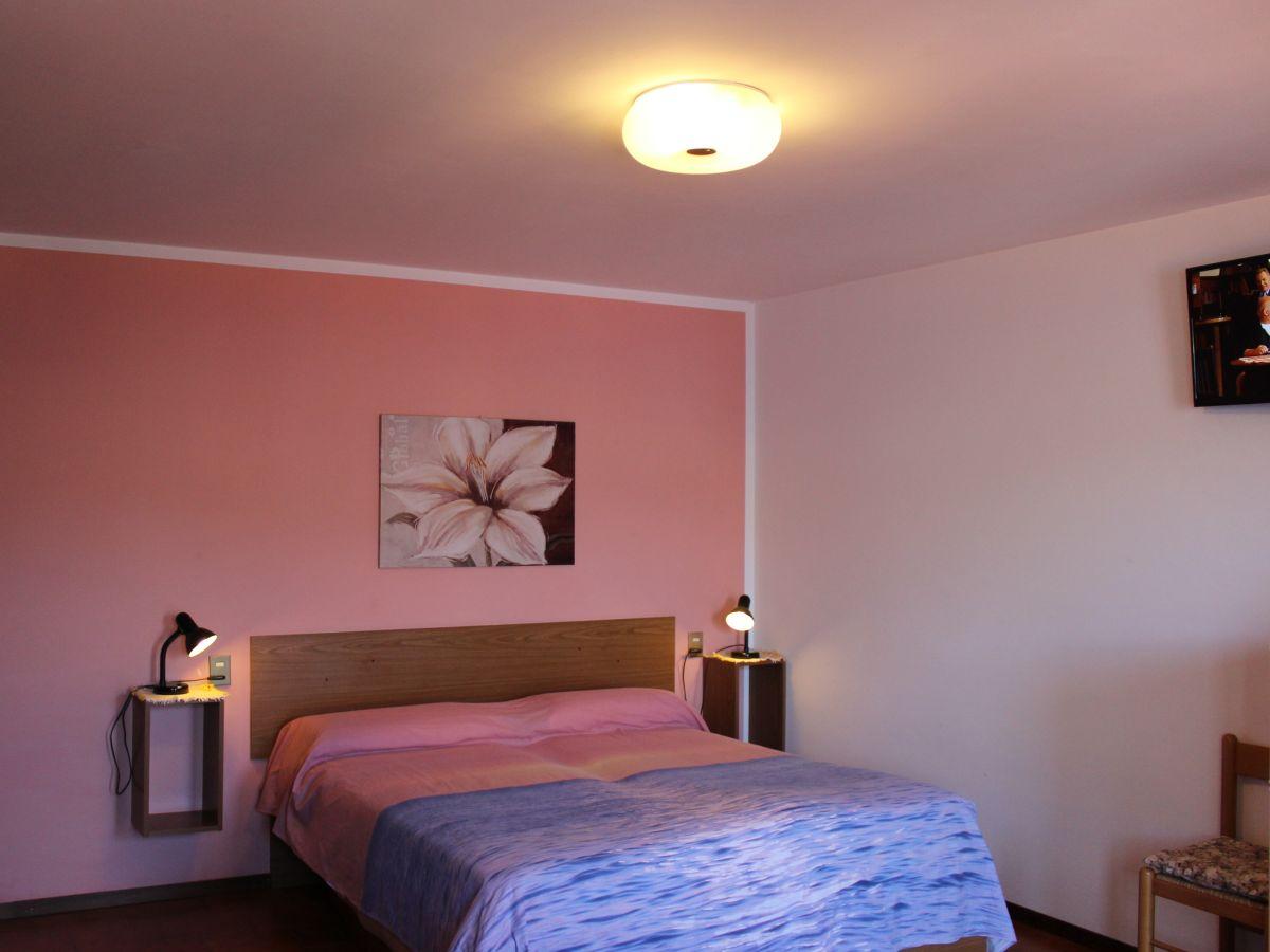 ferienwohnung einraumapartment terrasse seeblick gardasee. Black Bedroom Furniture Sets. Home Design Ideas