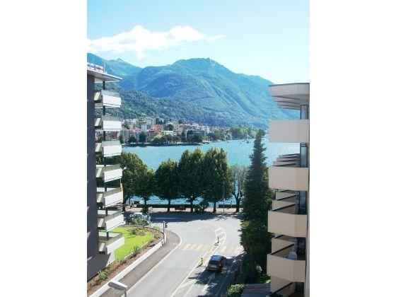 Apartment casa varesi lago maggiore locarno firma for Casa lago apartments