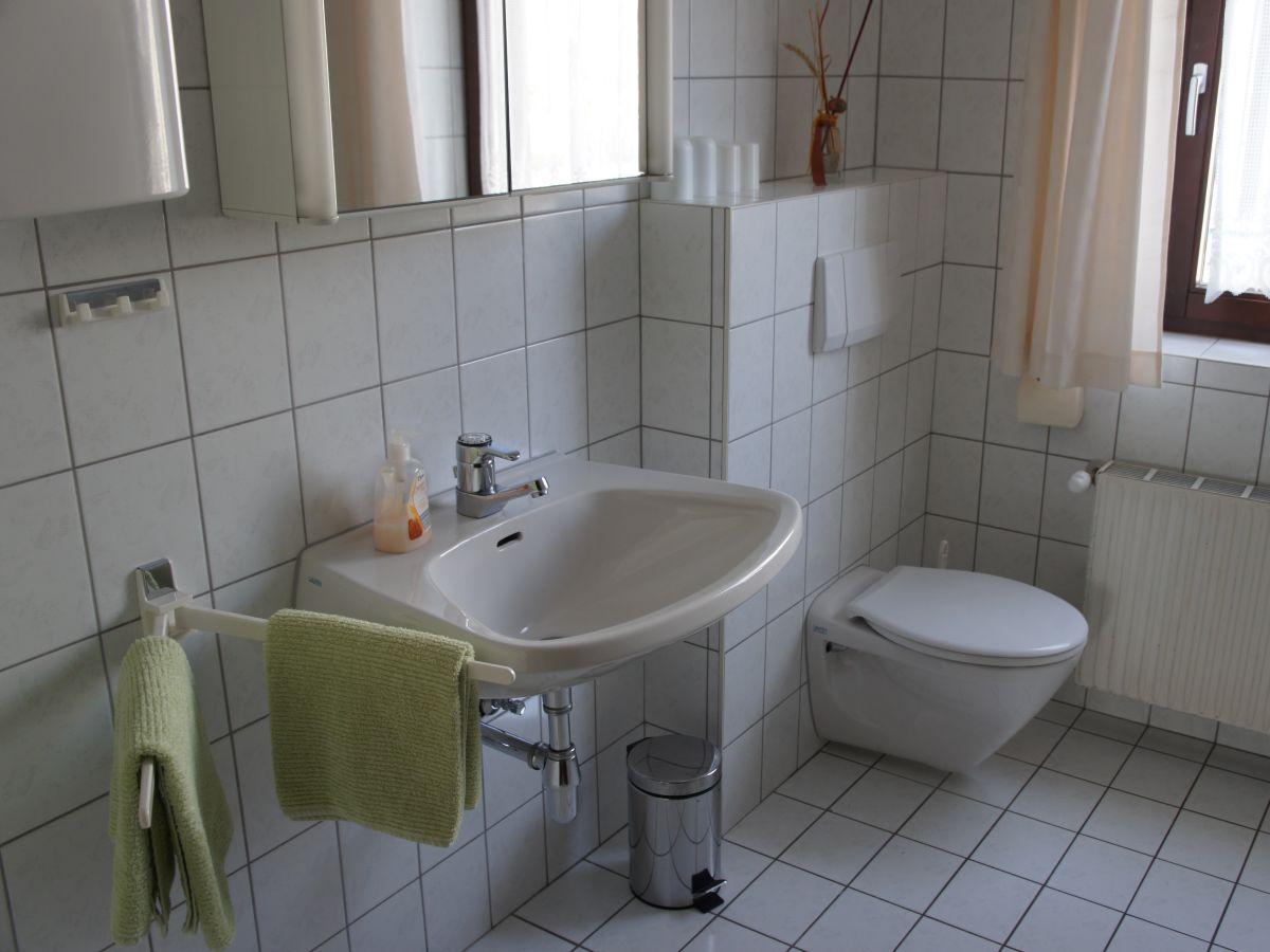 wand streichen hell orange. Black Bedroom Furniture Sets. Home Design Ideas