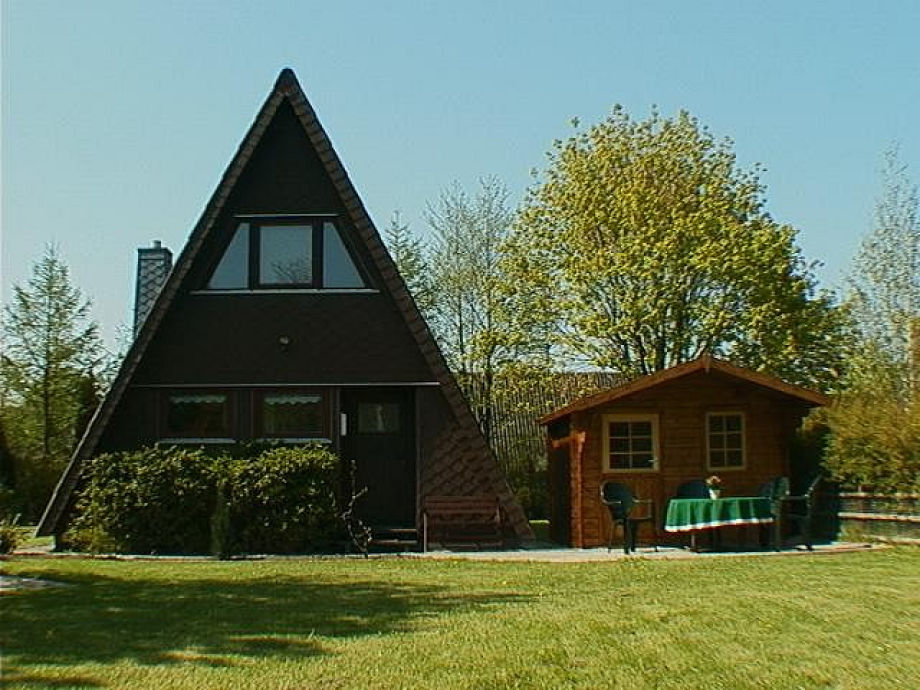 Nurdachhaus und Saunahaus