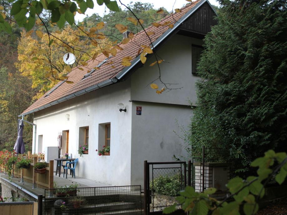 Haus von Wegseite Südost Herbst